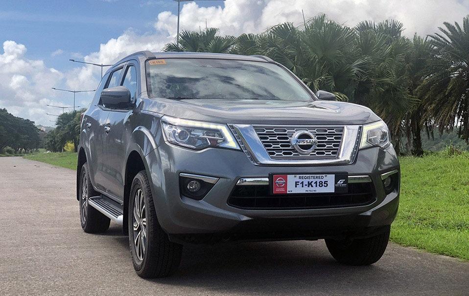 Cho thuê xe tự lái 7 chỗ Nissan Terra