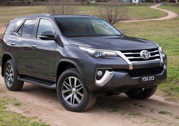 Cho thuê xe 7 chô Toyota Fortuner tại Dĩ Án, Bình Dương